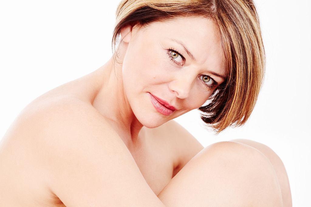 Dojrzałe piękno, świadomość własnego ciała: kobieta czterdziestoletnia może być atrakcyjna i spełniona, a jednak często to właśnie wiek kryzysu
