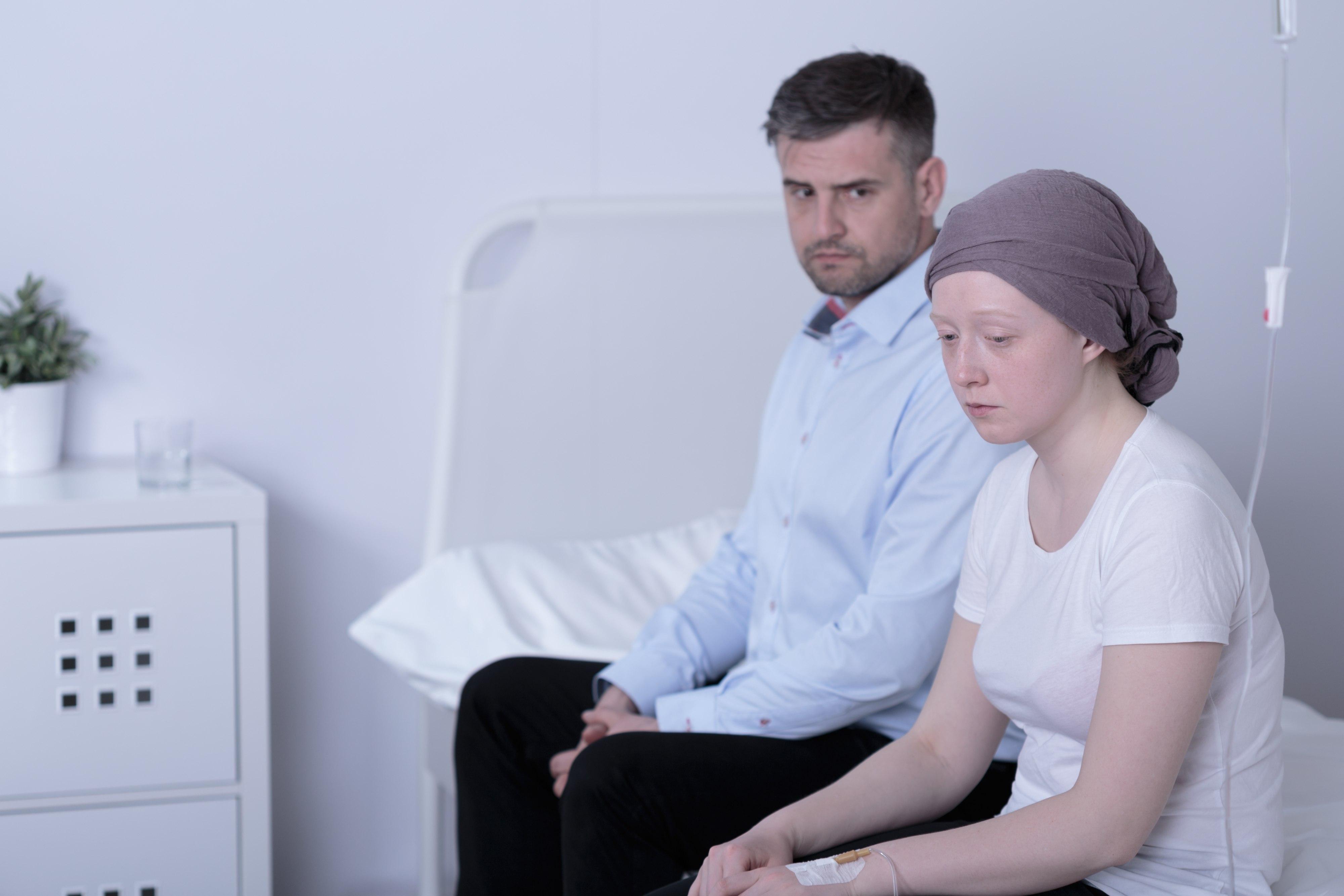 Jeśli zabraknie czułości, relacje między partnerami zmienią się - będą funkcjonować na zasadzie opiekun - podopieczny (fot. Shutterstock.com)