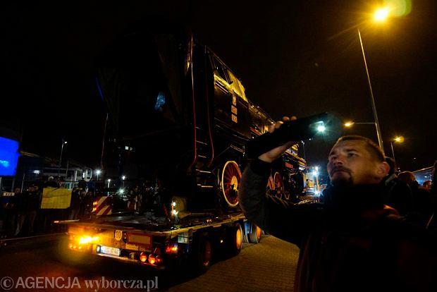 Zdjęcie numer 57 w galerii - Lech Poznań ma już swoją lokomotywę. Parowóz stanął przed stadionem przy Bułgarskiej