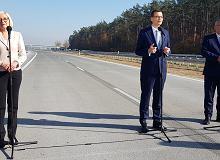Droga jeszcze zamknięta, a Morawiecki już z wizytą. Kierowcy muszą jeszcze poczekać
