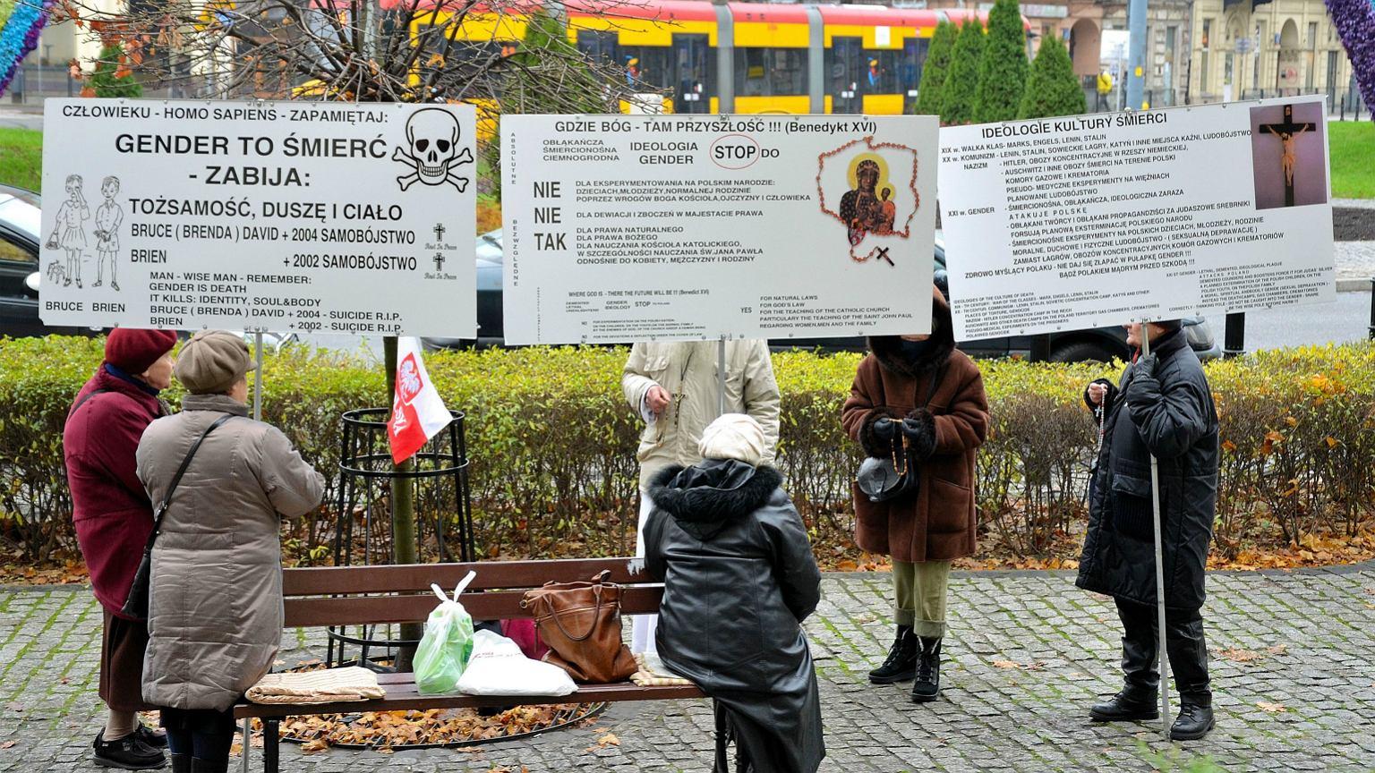 Pikieta przeciwników gender na warszawskim Placu Zbawiciela