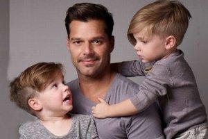 """""""Tato, czy by�em w twoim brzuchu?"""" Ricky Martin odpowiedzia� synowi w niezwyk�y spos�b"""