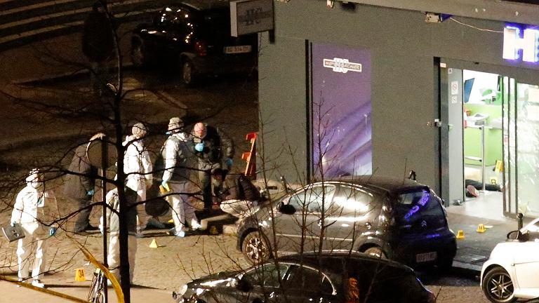 Służby dokonały szturmów na sklep w Paryżu i podparyską drukarnię, gdzie zabarykadowali się terroryści