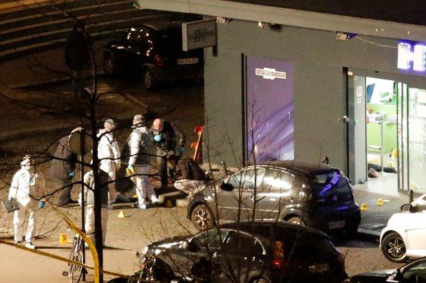S�u�by dokona�y szturm�w na sklep w Pary�u i podparysk� drukarni�, gdzie zabarykadowali si� terrory�ci