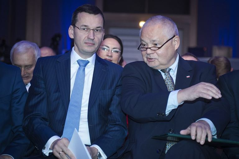 Minister rozwoju i finansów Mateusz Morawiecki i prezes NBP prof. Adam Glapiński podczas konferencji Narodowego Banku Polskiego, Warszawa 14.10.2016