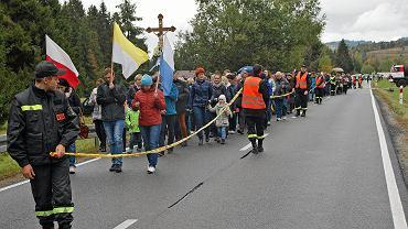 'Różaniec do granic' - wierni w drodze na umowne przejście polsko-słowackie w Jurgowie, 7 października 2017