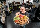 Mówili, że w Warszawie nikt nie będzie jadł kotletów z ciecierzycy i bobu. Jakoś jedzą