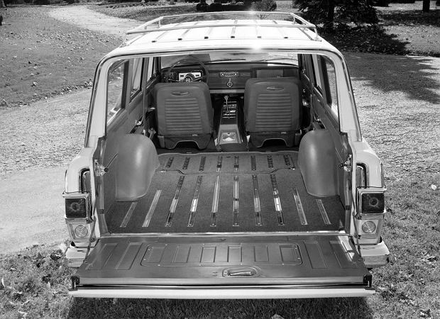 Jeep Super Wagoneer z 1966 r.