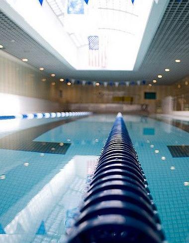 Trening pływacki pozwala biegaczom osiągać lepsze wyniki