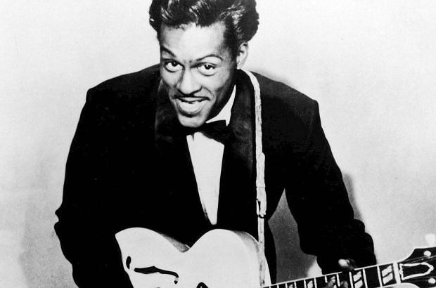 Fani Chuck'a Berry oddali honory legendarnemu muzykowi w klubie Pageant Club w St Louis, gdzie pionier rock and rolla często grywał. Tłumy odwiedzających przeszły obok złożonego w otwartej trumnie ciała Chuck'a Berry, by po raz ostatni pożegnać wielkiego mistrza.