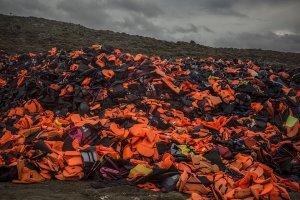 Produkowali fałszywe kamizelki ratunkowe dla uchodźców. Ich użytkownicy natychmiast szli na dno