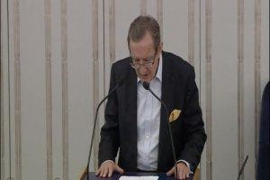 J�zef Pinior broni honoru po �enuj�cej debacie senator�w o ustawie ws. p�ci. ''Kreujecie nieistniej�cy �wiat. To dziwaczny fundamentalizm''