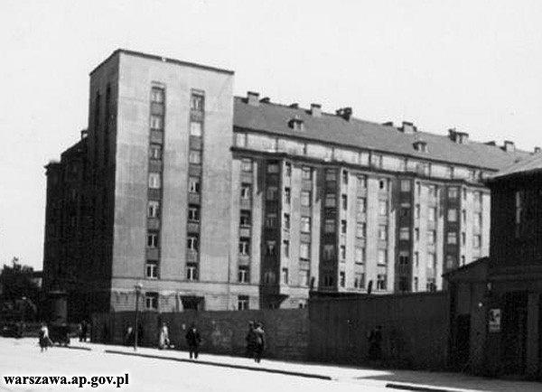 Zdjęcie numer 2 w galerii - Wspólnota mieszkaniowa usunęła z kamienicy ślady z Powstania Warszawskiego.