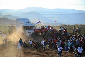 Meksyk: monster truck wjecha� w t�um. Co najmniej osiem os�b nie �yje
