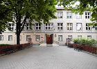 Radni zdecydowali: gimnazjum przy Twardej czeka wyprowadzka. Przez reprywatyzację