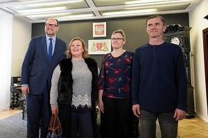 Paweł Adamowicz spotkał się z rodziną poszkodowanych Rosjan, żeby przeprosić za wybitą szybę