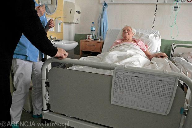 Szpital HCP w Poznaniu. Piekło staruszki na oddziale ratunkowym. Sześć godzin na krześle w piżamie