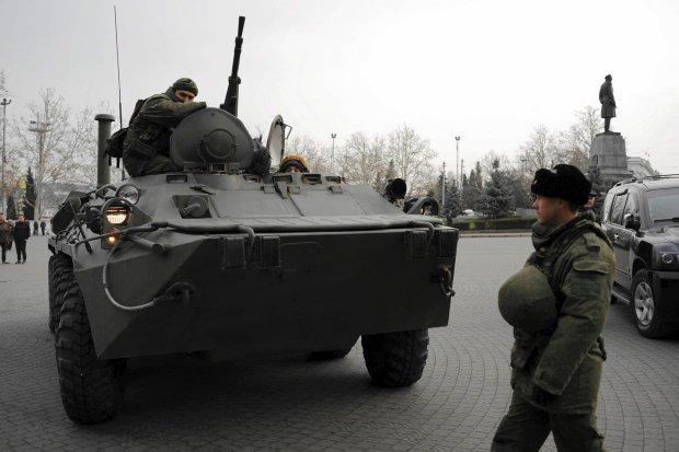 Rosyjskie samochody opancerzone na ulicach Sewastopola