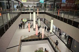Galeria handlowa ogłosiła, że jest dworcem i zakaz handlu jej nie obowiązuje. PKP Intercity podejmuje kroki prawne