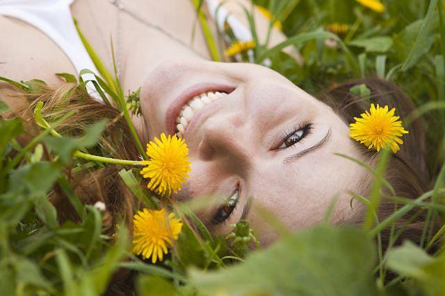 Popękane naczynia, skłonność do podrażnień, alergia - to często problemy ze skórą Pani Wiosny