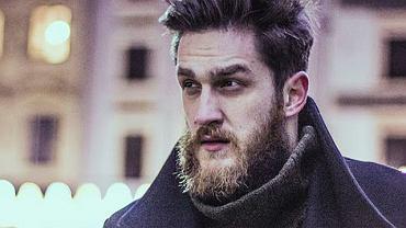 Płaszcz: Zara, sweter: H&M.