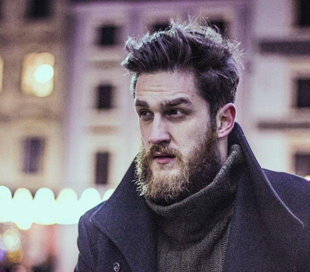 P�aszcz: Zara, sweter: H&M.