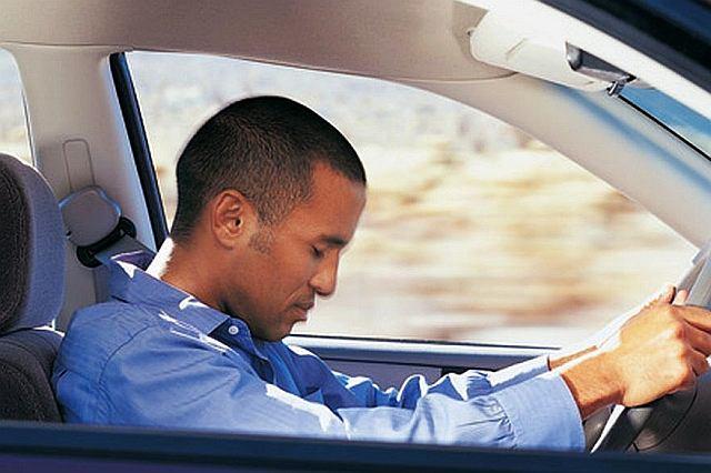 Jeśli kierowca ma otwarte oczy i nie jest w stanie odtworzyć ostatnich metrów swojej podróży, może to oznaczać, że zapadł w mikrosen
