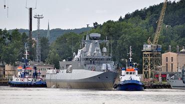 Holowanie okrętu ORP 'Ślązak' do Nabrzeża Gościnnego w Gdyni na testy układu napędowego.
