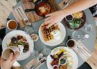 Jedzenie przed snem - zalecane czy zakazane? Oto 5 faktów i mitów, które powinnaś znać
