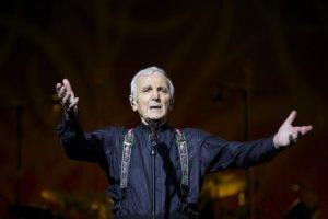 Charles Aznavour w szpitalu. 90-letni piosenkarz odwo�a� koncert