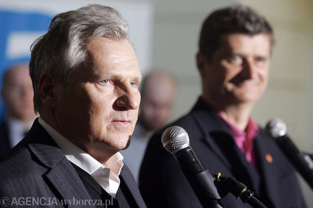 Aleksander Kwa�niewski i Janusz Palikota na konferencji Europa Plus