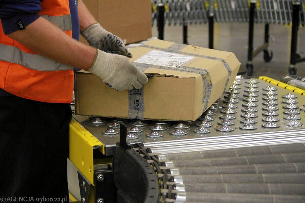 Centrum logistyczne Amazon. Rozpakowywanie produktów