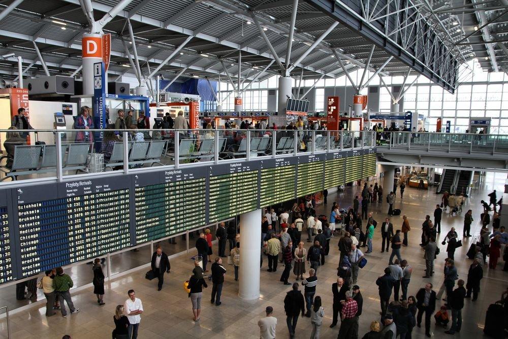 Odprawa na lotnisku przed lotem nie jest skomplikowana, choć może być stresująca za pierwszym razem