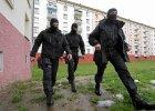 Francuskie si�y specjalne na imigranckim osiedlu