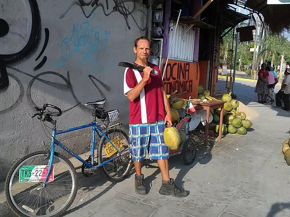 Krzysztof Chmielewski podróżował autostopem, rowerem lub chodził pieszo. Był w 51 państwach na czterech kontynentach