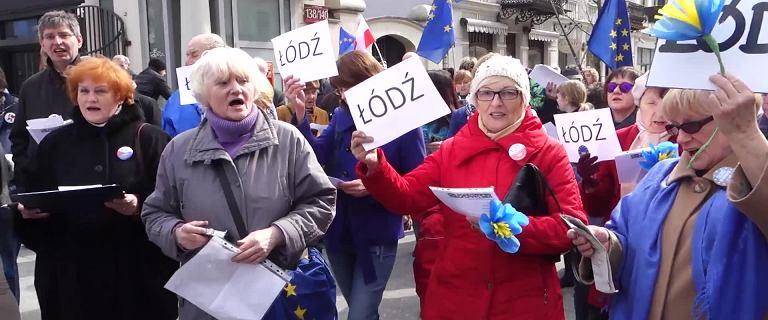 60 lat integracji europejskiej. Łodzianie zaśpiewali Odę do radości przed siedzibą PiS