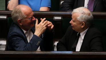 Krzysztof Czabański i prezes Jarosław Kaczyński w sejmie, 2016 r. Kiedy środowisko Porozumienia Centrum przejęło 'Express Wieczorny', pierwszym naczelnym został Krzysztof Czabański, obecnie kieruje powołaną przez PIS Radą Mediów Narodowych.