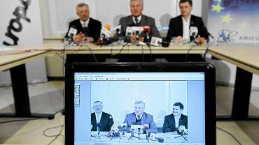 Marek Siwiec, Aleksander Kwaśniewski, Janusz Palikot podczas wspólnej konferencji prasowej