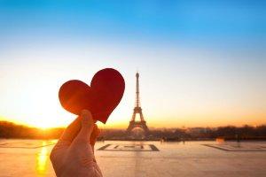 Najpopularniejsze miasta na Walentynki. Ceny podróży i pobytu [SKYSCANNER]