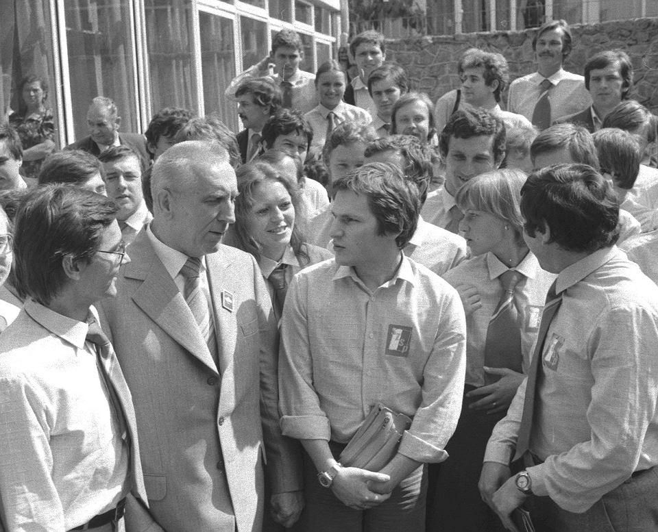 Zdjęcie prezentowane przez premiera w Strasburgu (to inne ujęcie z tego samego wydarzenia) zrobiono w lipcu 1980 r. podczas studenckiej akcji 'Chełm '80'. Kobieta w środku fotografii to nie Małgorzata Gersdorf, lecz działaczka zarządu warszawskiego SZSP.