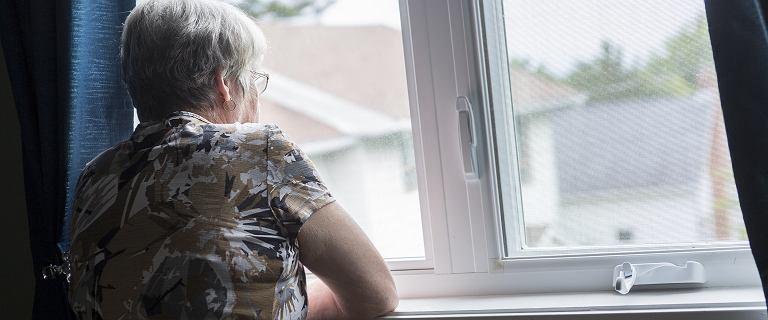 Rośnie liczba osób z emeryturą poniżej minimalnej. Szefowa ZUS: Jeżeli występujemy o ustalenie prawa do emerytury, to rozbijamy bank