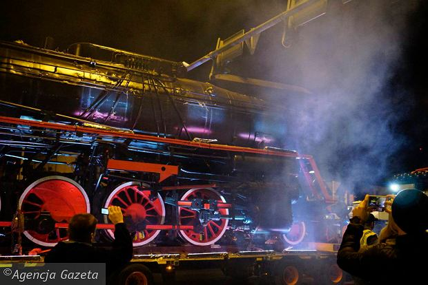 Zdjęcie numer 55 w galerii - Lech Poznań ma już swoją lokomotywę. Parowóz stanął przed stadionem przy Bułgarskiej