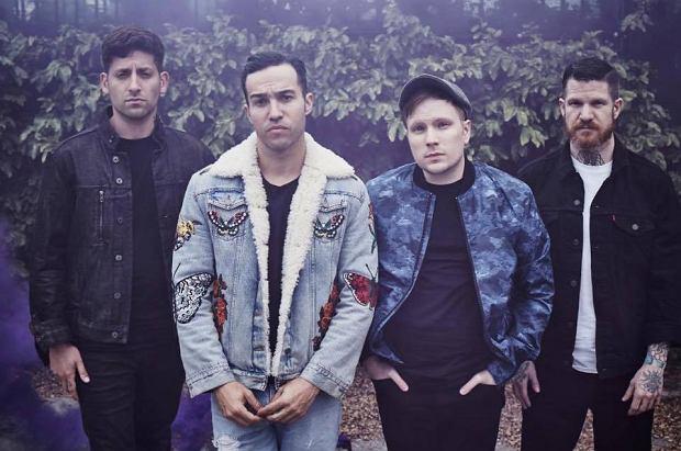 Fall Out Boy uwielbiają kiedy ich muzyka nakłania do publicznej debaty, chociaż niekoniecznie jest pozytywna. Działa tutaj chyba stara showbiznesowa zasada: Nie ważne jak mówią, byleby mówili.