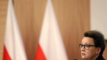 Minister Zalewska nie słucha głosów doradzających odłożenie reformy