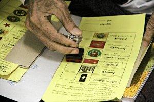 Wybory w Birmie: Heroldzi wzywaj� do urn