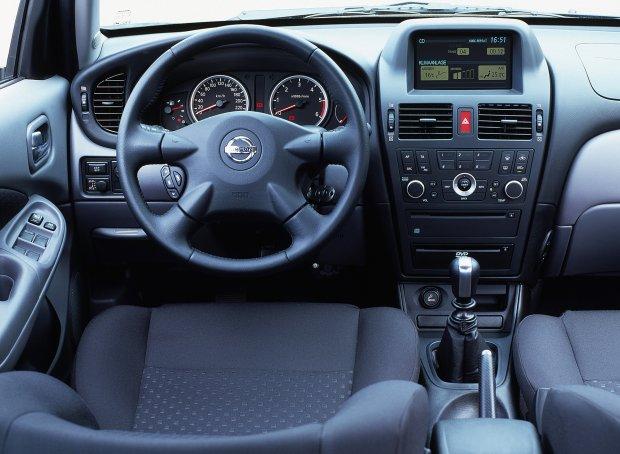 Nissan Almera II FL - wnętrze