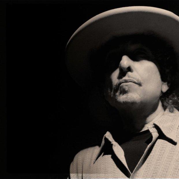"""Już kilka lat temu Frank Sinatra stał się niejako duchowym przewodnikiem Boba Dylana. Artysta wrzucił niedawno do sieci własną interpretację utworu """"All The Way""""."""