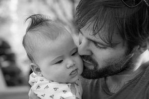 """""""Gdybym mógł, urodziłbym te dzieci"""", czyli jacy są współcześni ojcowie?"""