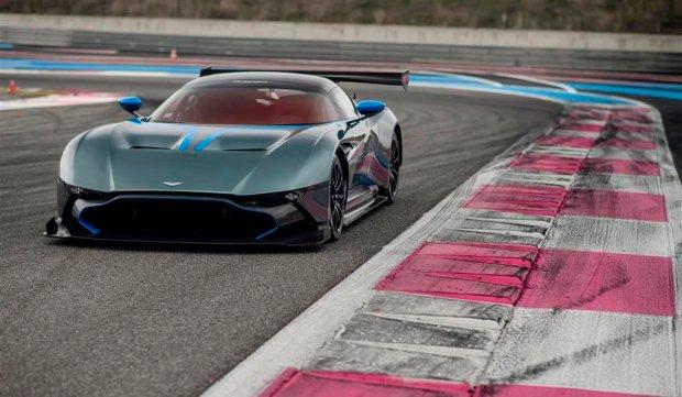 Wideo | Aston Martin Vulcan spuszczony ze smyczy