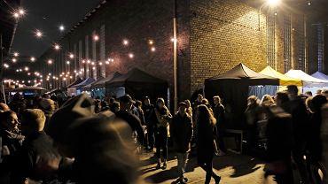 Nocny Targ Towarzyski działa od ponad roku w starej hali kolejowej na poznańskim Łazarzu